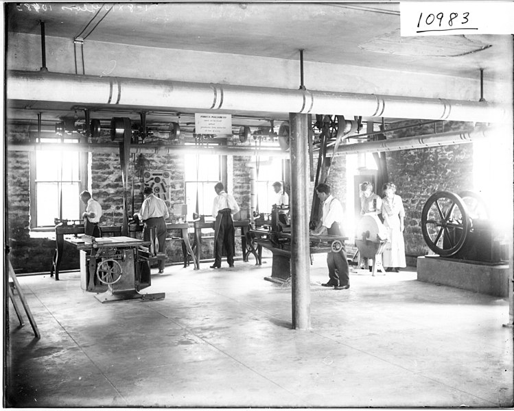 File:Students working with machinery in Professor Whitcomb's class 1911 (3190772291).jpg