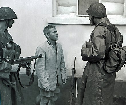 Swedish troops detain white Katangese mercenary. Swedish troops detain white Katangese sniper.jpg
