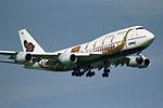 "Thai Airways International Boeing 747-4D7 HS-TGJ ""Hariphunchai"" ""Royal Barge"" colors (23980809346).jpg"