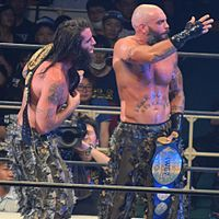 The Briscoe Brothers als IWGP Tag Team Champions (2016).