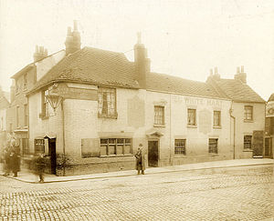 Oxford Road, Reading - The White Hart Hotel, No. 1 Oxford Road, at the corner of St Mary's Butts, 1900-1909