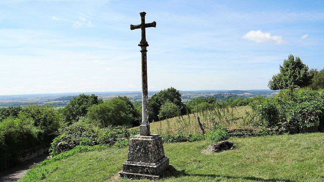 Croix monumentale de Thisy