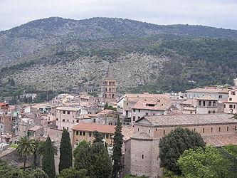 Tivoli from Villa d'Este 2.jpg