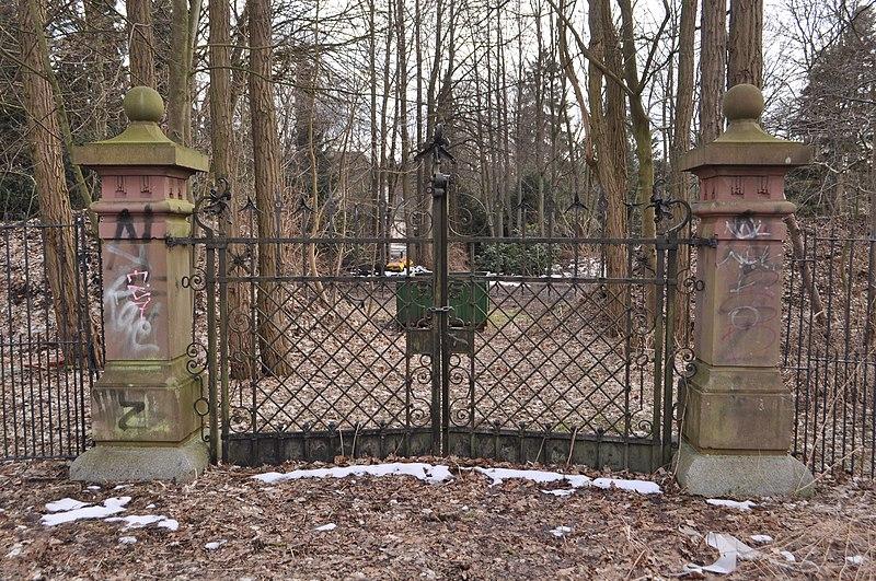 File:Tor Kleine Horst (Friedhof Hamburg-Ohlsdorf).ajb.jpg