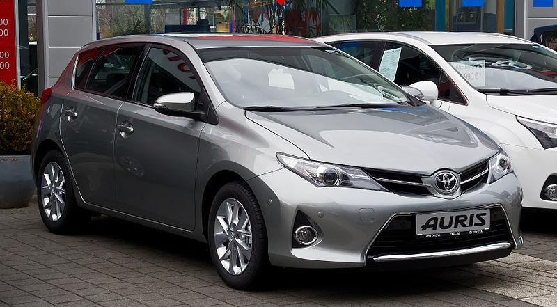 http://upload.wikimedia.org/wikipedia/commons/thumb/e/e4/Toyota_Auris_1.33_Dual-VVT-i_Start_Edition_%28II%29_%E2%80%93_Frontansicht%2C_11._Februar_2013%2C_D%C3%BCsseldorf.jpg/800px-Toyota_Auris_1.33_Dual-VVT-i_Start_Edition_%28II%29_%E2%80%93_Frontansicht%2C_11._Februar_2013%2C_D%C3%BCsseldorf.jpg