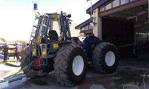 Cardigan Lifeboat Station - Image: Tractor at Poppit Sands RNLI station