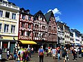 Trier – Fachwerkhäuser am Hauptmarkt - panoramio.jpg