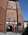 Turm mit Durchgang in Lüneburg am Stadthafen stitched 1.jpg