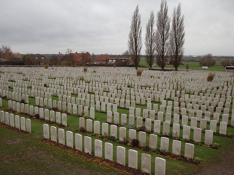 File:Tyne Cot Cemetery gravestones 2.jpg