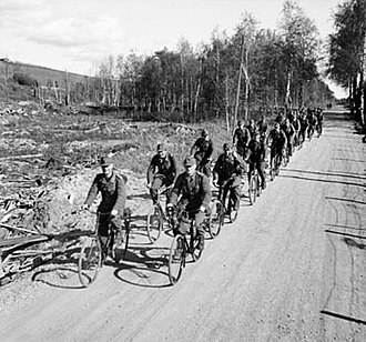 1945 in Norway - Image: Tyskere på sykkel