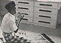 Ubed Bamachry praying, Aneka Amerika 102 (1957) p4.jpg