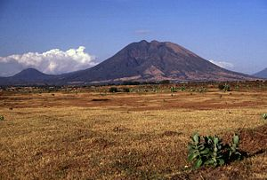 Usulután (volcano) - Usulután volcano rises above the Pacific coastal plain.