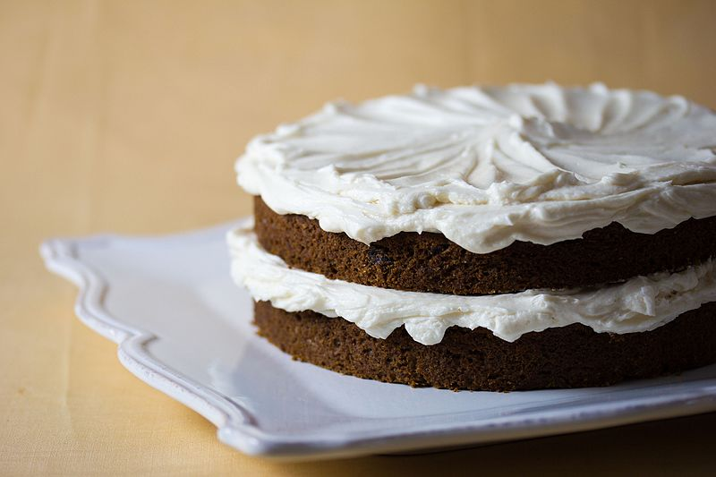 File:Vegan Cream Cheese Frosting cake (5644396833).jpg