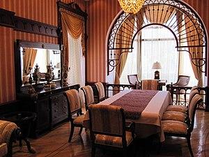 Villa Petrolea - Image: Villa Petrolea Dining room