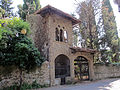 Villa palmieri, accesso neogotico 02.JPG