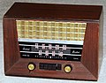 Vintage General Electric Wood Table Radio With Push Buttons, Model 321, Broadcast Band Only (MW), 6 Tubes, AC-DC Set, Made In USA, Circa 1946 (14739030240).jpg