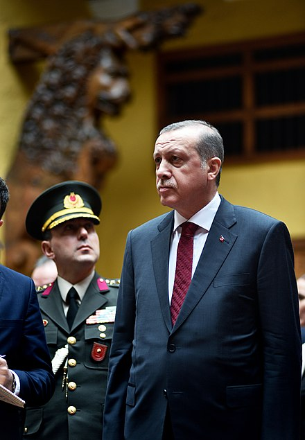 Erdogan during an official visit to Peru, with a member of the Turkish Army behind him Visita del Presidente de Turquia a la Cancilleria del Peru (24663516722).jpg