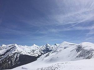Vistas desde la ladera de Txamantxoia del pico del mismo nombre, Mesa de los Tres Reyes, Petrechema y Acherito.jpg