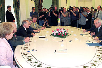 Akis Tsochatzopoulos - Vladimir Putin meeting with Minister for National Defence Akis Tsohatzopoulos in July 7, 2000