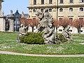 Würzburg - Residenzgarten - Weibliche Skulpturen zwischen dem großen Gartenbrunnen und der Südfassade des Hauptbaus.JPG