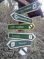 Wegweiser zwischen Bad Frankenhausen und Barbarossahoehle (Barbarossahoehle 5,7 km).jpg