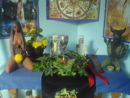 A Wiccan altar decorated to mark the festival of Beltane (30 April/1 May) Wiccan altar for Beltane in Wales.png