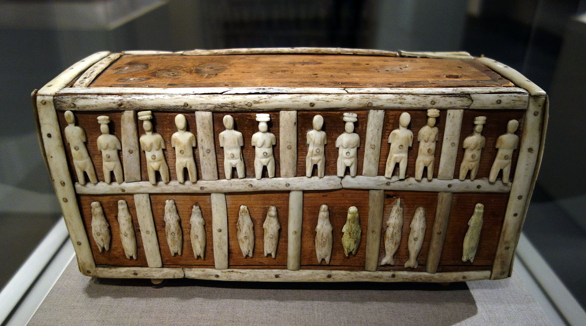 1200px-Wooden_box_with_human_and_animal_figues%2C_Greenland%2C_Angmagssalik%2C_Kalaallit%2C_c._1890%2C_wood%2C_bone%2C_ivory_-_De_Young_Museum_-_DSC00273.JPG