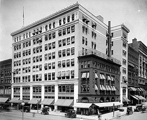 Woodward & Lothrop - Image: Woodward & Lothrop, circa 1910s exterior