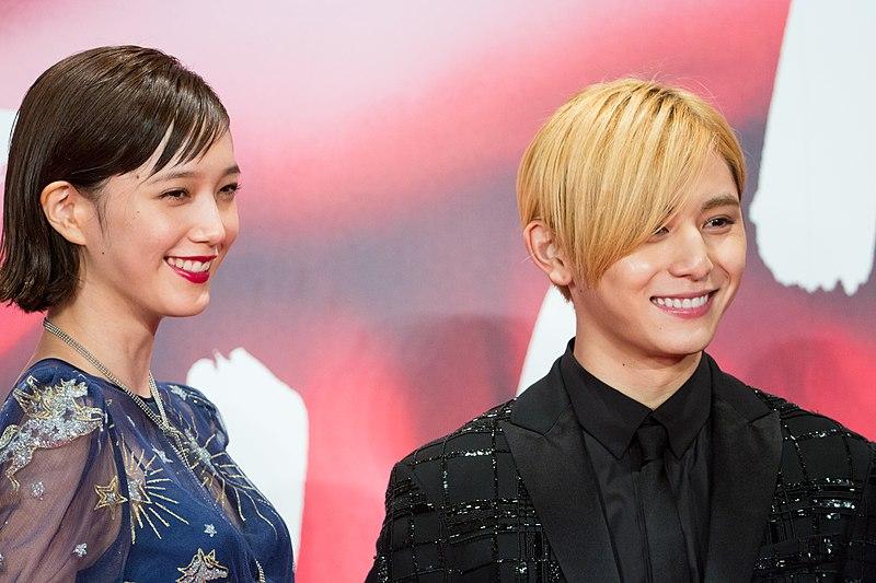 """ファイル:Yamada Ryosuke & Honda Tsubasa from """"FULLMETAL ALCHEMIST"""" at Opening Ceremony of the Tokyo International Film Festival 2017 (39305936895).jpg"""