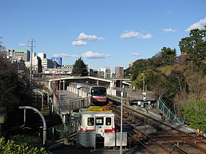 Yotsuya Station - Overview of the Marunouchi Line station, January 2011