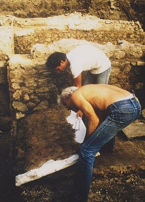 Yves Morvan - Yves Morvan operating a removal of Gallo-Roman mural during excavations led by a team of the CNRS in 1986