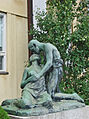 """Au revoir"", sculpture art nouveau villa Ensi (Helsinki) (2771754208).jpg"