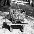 """""""Cajna"""", manjši pletarski izdelek iz beke - za solato, krompir itd., pri Katrnik, Budanje 1958.jpg"""
