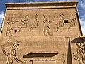 Égypte, Île Agilka, Complexe de Philae, Temple d'Isis, Premier pylône, Détail des bas-reliefs du côté gauche (49757376388).jpg