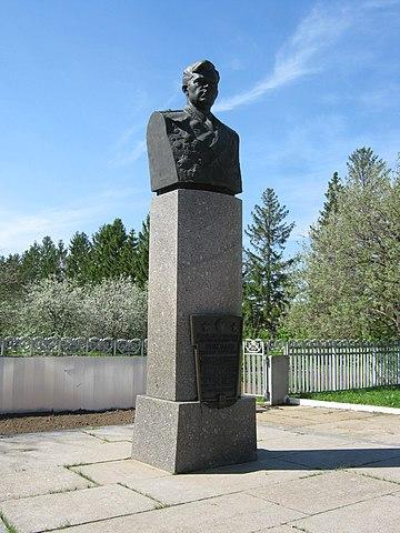 Бронзовый бюст А.Г.Николаева на его родине, в селе Шоршелы.