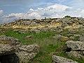 Вид развалов кремнистых песчаников Каменной Могилы с юга.jpg