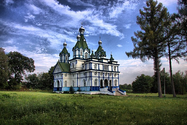 Успенська церква, с. Сильченкове by Козлов Сергей (BlackDolphin) (Own work) [CC BY-SA 4.0 (http://creativecommons.org/licenses/by-sa/4.0)], via Wikimedia Commons