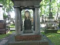 Лазаревское кладбище (Некрополь 18-го века) Урна.JPG