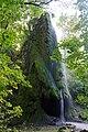 Маліївці. Скала з гротом та водоспадом.jpg