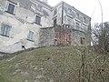 Олеський замок (скульптурна композиція).jpg