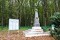 Пултівці, Пам'ятник 104 жителям села розстріляних фашистами, на окраїні села.jpg