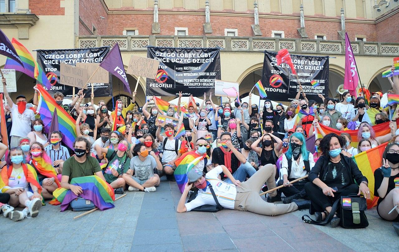 02020 0424 (2) Equality March 2020 in Kraków, selfie with homophobes.jpg