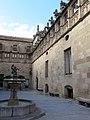 035 Generalitat de Catalunya, pati dels Tarongers, font.JPG