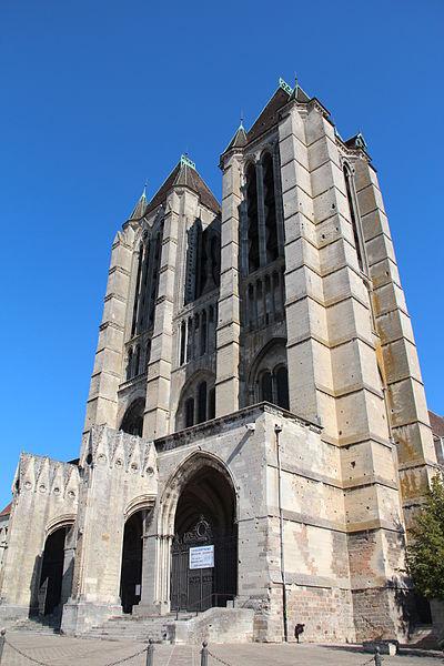 Façade de la cathédrale Notre-Dame de Noyon (Oise, France).