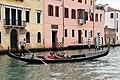 0 Venise, gondolier sur le Grand Canal à hauteur de la .JPG
