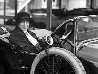 "Violette Cordery - Violette Cordery at the wheel of the  ""Eric-Campbell"" 10 h.p. in 1919"
