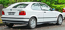1998 BMW 316i (E36) hatchback (2011-11-18) 02.jpg