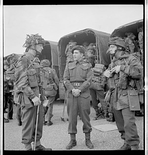 1st Canadian Parachute Battalion - Men of the 1st Canadian Parachute Battalion, about to leave for the D-Day transit camp, England, May 1944.