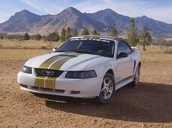 English: 2002 Convertible Ford Mustang.