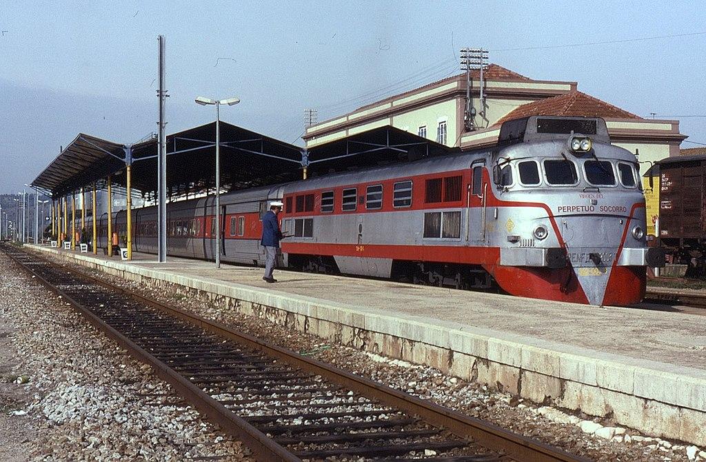 Comboio Talgo na Estação de Abrantes, em 1993.